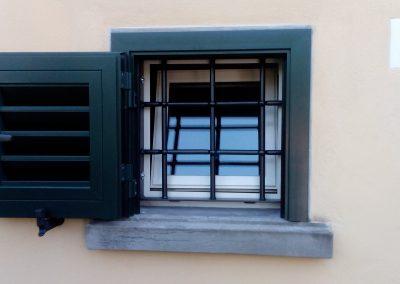 Grata fissa piccola finestra